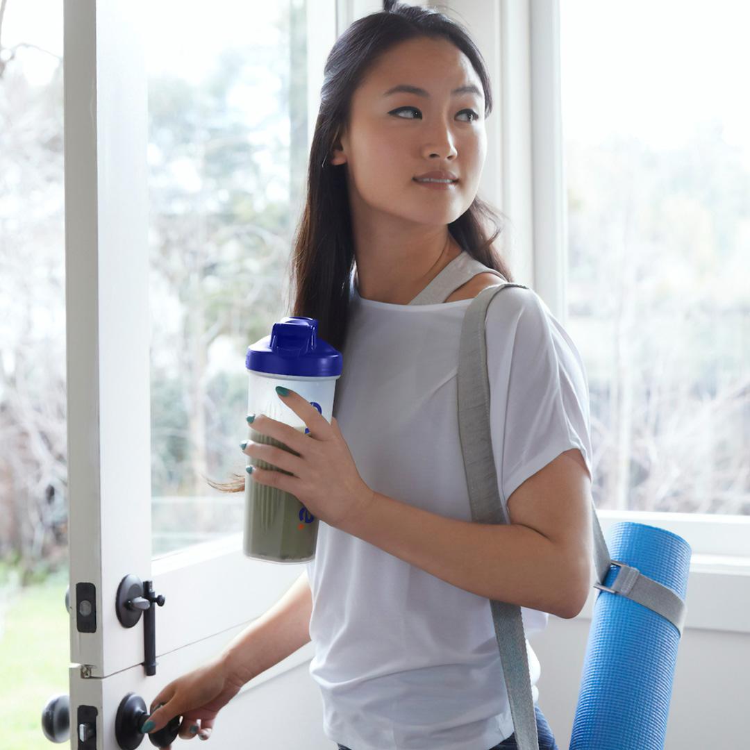 JO_Exercise_Woman-Yoga-Shaker